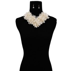 Cream Flower and Gold Chain Chunky Necklace